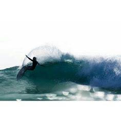 Free waves #surfing #surfphotography #photooftheday #downloadforfree #weesurfapp 📸 @benosbornephoto