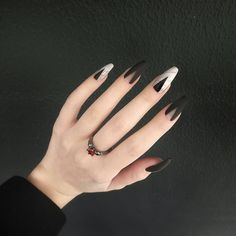The black nail designs are stylish. It is loved by beautiful women. Black nails are an elegant and chic choice. Color nails are suitable for… Black Nail Designs, Nail Art Designs, Design Art, Cute Nails, Pretty Nails, Hair And Nails, My Nails, Natural Gel Nails, Minimalist Nails
