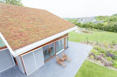 Dit mooie sedumdak zorgt voor isolatie en bescherming van de dakbedekking. Als dat niet duurzaam is...?