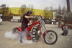 motocykl, napędzany gwiazdowym silnikiem lotniczym