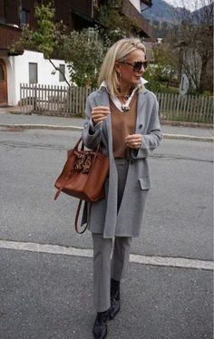 Fashion For Women Over 40, 50 Fashion, Look Fashion, Plus Size Fashion, Winter Fashion, Fashion Outfits, Fashion Trends, Fashion Stores, Cheap Fashion
