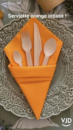Paper Napkin Folding, Paper Napkins, Diy Crafts Hacks, Diy Home Crafts, Dining Etiquette, Useful Life Hacks, Diy Table, Place, Centre