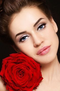 Get that romantic look this Valentine's Day by accentuating your eyes with some eyeliner and mascara and adding a bit of shimmer. Finish off with pink or any berry shade of lipstick.