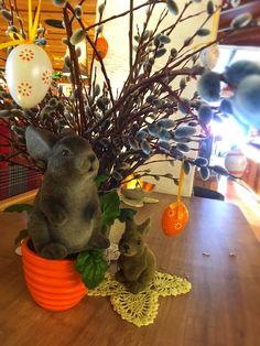 Osterdeko #tirolerhofflachau www.hotel-tirolerhof.com Dinosaur Stuffed Animal, Planter Pots, Animals, Animais, Animales, Animaux, Animal, Plant Pots, Dieren