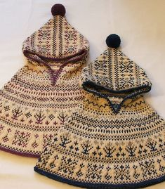hand knit toddler cape ~ LOVE the pattern