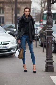"""I've pinning pinning a lot of photos to my """"Style Right Now"""" board this week. Here are 32 Paris Fashion Week 2013 street style looks I love. Looks Street Style, Autumn Street Style, Looks Style, Style Me, Street Chic, Girl Style, Estilo Fashion, Look Fashion, Paris Fashion"""