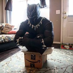 Nearly two years ago Lizzy Whimsy made an illustration of the Black Panther in a common cat meme. Now a cosplayer has recreated that. Tell me this isn't the cutest thing you've seen! If it fits-it sits-black panther cosplay Marvel Comics, Marvel Memes, Marvel Avengers, Black Panthers, Black Panther Marvel, Bucky Barnes, Der Panther, Panther Cat, Cosplay Anime