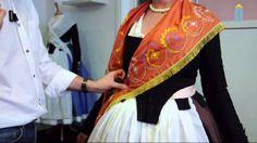 Continuem aprenent sobre formes de col·locació del mocador de pit quan vestim de…