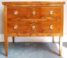 Kleine Komode, Nussbaum, ca. 1810 Dresser, Antiques, Leather, Furniture, Home Decor, Small Chest Of Drawers, Restore, Farmhouse, Dining Rooms