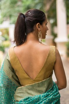 Bringing you yet another simple and striking blouse this month. In a trendy and timeless V neck style made out of a very versatile gold brocade. This is a wardrobe staple which will fast become your go-to blouse. Gold is truly a neutral colour. The entire box of crayons is your saree colour options for pairing this versatile number.