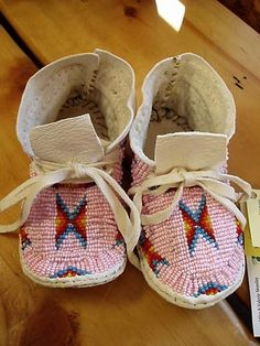 Indian Art Oklahoma - Native American Beaded Women's, Girl's and Baby Girls's Moccasins Native American Moccasins, Native American Clothing, Toddler Moccasins, Baby Moccasins, Native Beadwork, Native American Beadwork, Powwow Regalia, Beaded Moccasins, Beadwork Designs