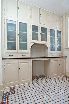 Butler's pantry / original kitchen cabinets, love the tile border Kitchen Butlers Pantry, Butler Pantry, Kitchen Cabinets, Victorian Kitchen, Vintage Kitchen, Vintage Pantry, Rustic Kitchen, Victorian Homes, Home Design