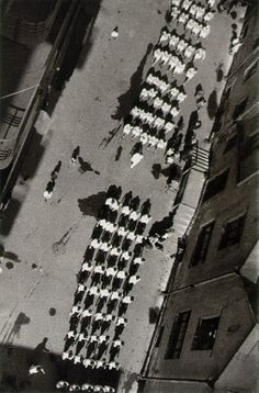 Alexander Mikhailovich Rodchenko (Алекса́ндр Миха́йлович Ро́дченко) - To the demonstration, 1928 #Lomography