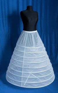 Crinolina de mireasa cu 9 cercuri ce poate fi purtata sub rochia de mireasa pentru a oferi mai mult volum fustei. *Livrare prin Fan Courier sau Posta Romana (prin prioripost) - 19 lei  Pret crinolina - 55 lei  Dimensiuni:    – Lungime: 102 cm  –  Circumferință cerc jos: 320 cm Ballet Skirt, Skirts, Fashion, Moda, Tutu, Fasion, Skirt, Fashion Illustrations