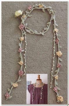 Risultati immagini per bijou de croche Crochet Motifs, Crochet Flower Patterns, Crochet Art, Thread Crochet, Crochet Crafts, Crochet Flowers, Crochet Projects, Tunisian Crochet, Diy Crafts