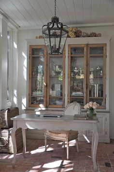 French style home office/study - gorgeous! Home Office Decor, Home Decor, Office Ideas, Study Office, Shabby Chic Homes, French Doors, French Desk, Sweet Home, New Homes