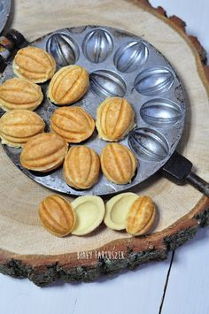 Biały fartuszek: Ciastka orzeszki Cool Kitchen Gadgets, Cool Kitchens, Cookie Recipes, Dessert Recipes, Polish Recipes, Polish Food, Italian Desserts, Cake Cookies, Better Life