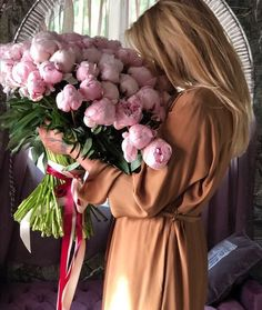 Woman with a bouquet of pink peonies My Flower, Purple Flowers, Beautiful Flowers, Foto Art, Flower Aesthetic, Arte Floral, Flower Pictures, Pink Peonies, Carnations