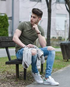 Looking away is the way to show to not pay attention to the persons face but his pose and outfit Portrait Photography Men, Photography Poses For Men, Lifestyle Photography, Denim Look, Denim Jeans, Style Board, Mens Photoshoot Poses, Boy Fashion, Mens Fashion