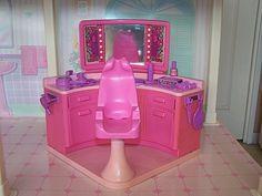 Le salon de coiffure de Barbie, que j'adorais!