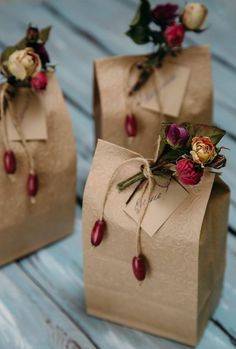 Homemade DIY Valentines's day Gift Wrapping; Simple and Easy Pretty Gift Packaging; Creative Gift Wrapping, Gift Wrapping Paper, Creative Gifts, Brown Paper Wrapping, Cute Gift Wrapping Ideas, Brown Paper Bags, Diy Gift Wrap, Diy Wrapping, Gift Wraping