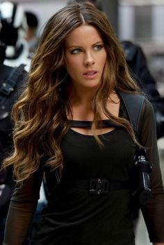 "Styling curls: Kate Beckinsale in ""Total Recall"": Wow waves - All For Hair Color Trending Kate Beckinsale Hair, Underworld Kate Beckinsale, Kate Beckinsale Pictures, Lily Aldridge, Beautiful Celebrities, Most Beautiful Women, Hilary Duff, British Costume, Long Wavy Hair"