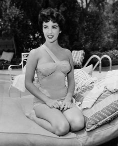 Watched Cat on a Hot tin roof again last night and was reminded how absolutely beautiful Elizabeth Taylor was, when she was young.