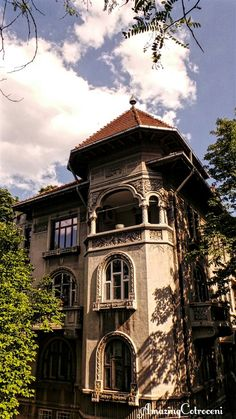 Dr. Romniceanu street Bucharest Romania, Art Nouveau Architecture, Moldova, My Town, Elizabeth Ii, Traditional House, Cottages, Ukraine, Abandoned