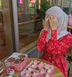 Abaya Fashion, Muslim Fashion, Modest Fashion, Fashion Outfits, English Dress, Mode Hijab, Hijab Outfit, Girly Outfits, Nice Dresses
