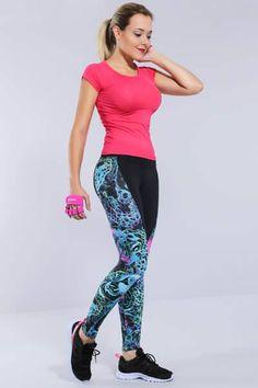 LOOK FITNESS <3 Looks com cores e estampas ajudam a dar aquele empurrãozinho para o seu treino!  Encontrei aqui vem ver! http://imaginariodamulher.com.br/look/?go=2abOkJz