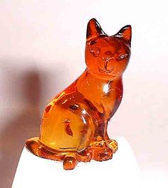 Carved Amber Kitty Cat