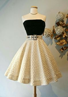 Gorgeous skirt and top! Women's vintage rockabilly fashion clothing Gorgeous skirt and top! Women's vintage rockabilly fashion clothing outfit The post Gorgeous skirt and top! Women's vintage rockabilly fashion clothing appeared first on Vintage ideas. Cute Prom Dresses, Pretty Dresses, Homecoming Dresses, Beautiful Dresses, Short Dresses, Prom Gowns, Graduation Dresses, Dresses Dresses, Formal Gowns