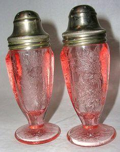Vintage Jeannette Glass Depression Pink Floral Poinsettia Salt & Pepper Shakers