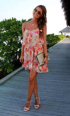 floral print in a flowy little dress perfect for vacation!