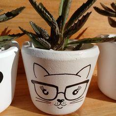 Mosaic Flower Pots, Mosaic Pots, Mosaic Garden, Pebble Mosaic, Painted Plant Pots, Painted Flower Pots, Pots D'argile, Clay Pots, Diy Craft Projects
