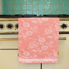 1000 images about pretty as a peach decor on pinterest for Peach bathroom accessories