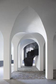 Pierre Yovanovitch signe un hotel dans la vallee du Douro Architecture Religieuse, Architecture Cool, Architecture Interiors, Pierre Yovanovitch, Hotels In France, Architectural Elements, Architectural Digest, Wine Cellar, World Heritage Sites