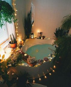 Why are bathrooms so important to me atm pls? this bathroom looks beautiful - dekor