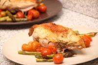 Piept de pui cu sparanghel și roșii cherry la cuptor Slow Cooker, Chicken, Food, Essen, Meals, Crock Pot, Yemek, Eten, Cubs