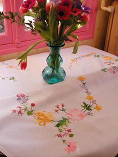 Basic Embroidery Stitches, Rose Embroidery, Embroidery Patterns, Table Accessories, Table Linens, Light Colors, Embellishments, Glass Vase, Pillow Covers