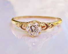 Coeur romantique Motif Antique bague de par LadyRoseVintageJewel, $1378.00