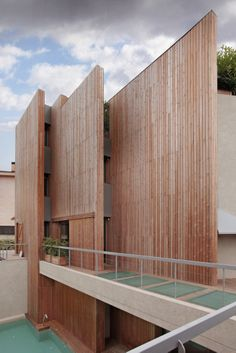 urban house, Barcelona city , luxury housing, cases de luxe,high end real estate, city noise,wooden facade, secluded swimming pool, Interior View,Side View