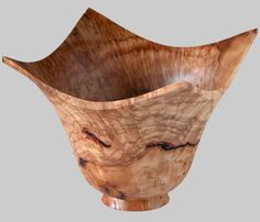 Wade Custom Furniture and Woodturning Wood Turned Bowls, Wood Bowls, Turned Wood, Wood Router, Wood Lathe, Cnc Router, Lathe Projects, Wood Turning Projects, Woodworking Box