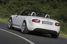 Mazda представила концепт MX-5 Yusho на автосалоне Auto Mobil International (AMI) в Лейпциге, Германия. Внешне, Yusho белый и матовый (почти пушистый) с диффузором из углеродного волокна и 17–дюймовыми легкосплавными дисками. Там также, спортивные сиденья Recaro и руль из замши. Мощность исходит от 2,0-литрового двигателя с наддувом и четырьмя цилиндрами, который был оснащен поршнями и шатунами Cosworth, а также спортивной выхлопной системой. Это позволяет производить 241 л.с. (177 кВт/2...