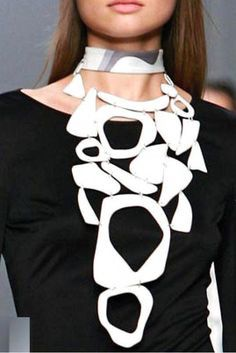 PUCCI - white enamel necklace- été 2007 - desperately searching for it ! Ceramic Jewelry, Enamel Jewelry, Jewelry Art, Eye Jewelry, Jewelry Necklaces, Statement Jewelry, Bijoux Design, Schmuck Design, Jewelry Design