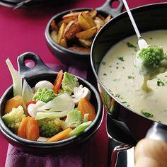 Käsefondue mit Kartoffeln und Gemüse