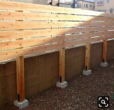 Pallet Patio Furniture Secrets And Advice To Get The Most For Your Money It is important that you know how to look for the right discounts and deals when searching for the furniture you need. Diy Privacy Fence, Privacy Fence Designs, Patio Fence, Garden Privacy, Privacy Screen Outdoor, Backyard Privacy, Diy Fence, Backyard Fences, Backyard Landscaping