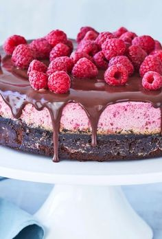 Brownie with raspberry mousse and chocolate ganache- Brownie med hindbærmousse og chokoladeganache Brownie with raspberry mousse and chocolate ganache - Cookie Dough Cake, Chocolate Chip Cookie Dough, Chocolate Brownies, Chocolate Ganache, Cupcakes, Cake Recipes, Dessert Recipes, Desserts, Pumpkin Cheesecake