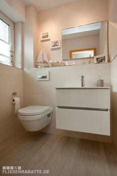 Interior Design Verlegung der Fliesen vom Flur-Eingangsbereich direkt mit in das angrenzende Gäste-WC.