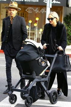 6283a15061b1 Ashlee Simpson Out with Her Family January 11